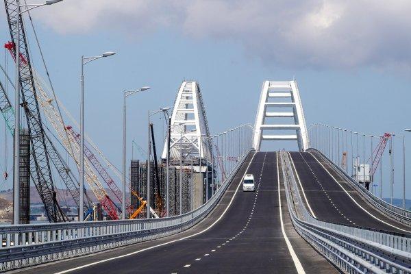«Есть скотч и суперклей»: Украина надеется на разрушение Крымского моста этой зимой