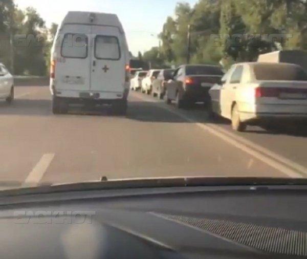 В Воронеже нарушитель снял на видео, как объзжает пробку