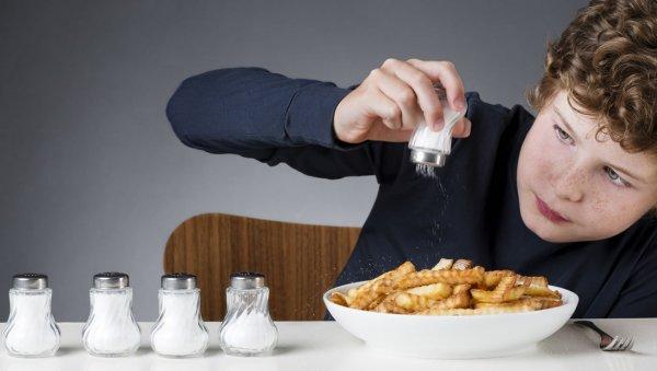 Ученые опровергли миф об опасности соли для здоровья