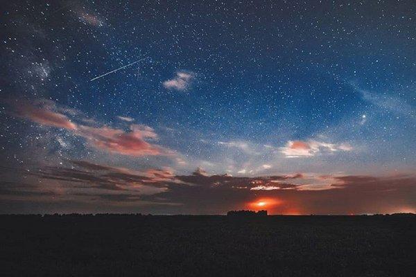 «40 минут на великах и мы в поле»: Под Новосибирском сделали красивейшие фото ночного неба