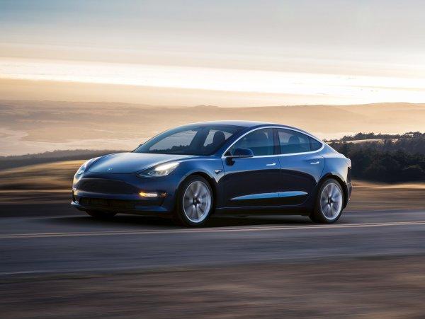 С конвейера сошло более 70 000 электрокаров Tesla Model 3