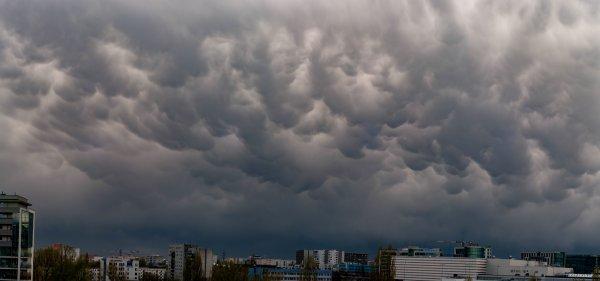Светящиеся НЛО напугали жителей Ленобласти