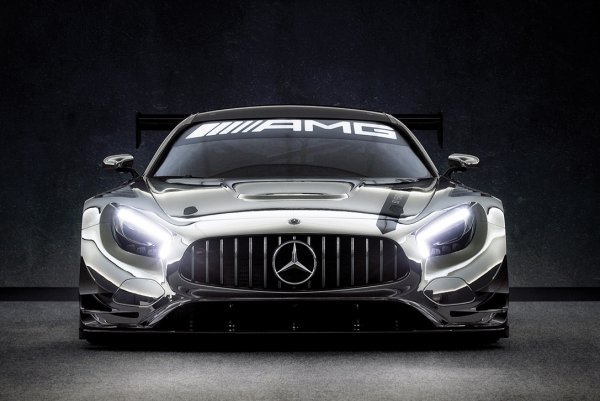 На аукцион выставлен суперкар Mercedes-Benz, никогда не бывавший на треке
