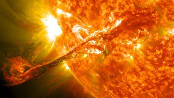 Учёные: Сильнейшие солнечные ветра могут уничтожить сотни спутников