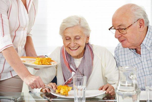 Ученые: На правильное питание пенсионеров влияет любовь