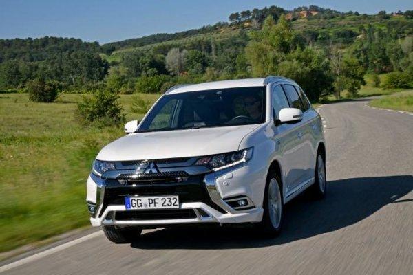 Обновленный кроссовер Mitsubishi Outlander получил рублевый ценник