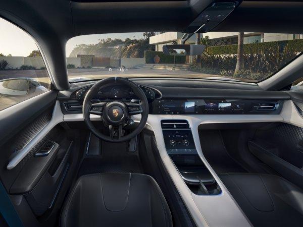 Porsche выпустит серийный электрический кросс-универсал Mission E Cross Turismo