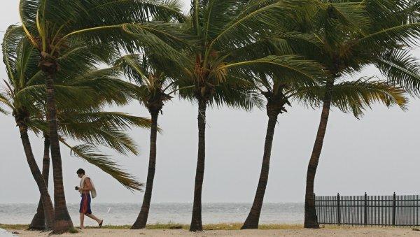 В результате урагана гавайский остров ушел под воду