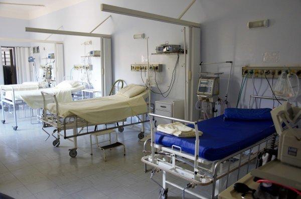 В частной медклинике Ростовской области нашли просроченные препараты