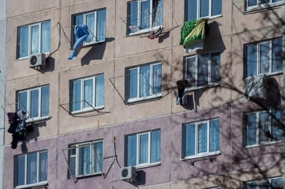 Годовалый ребенок упал с высоты пятого этажа