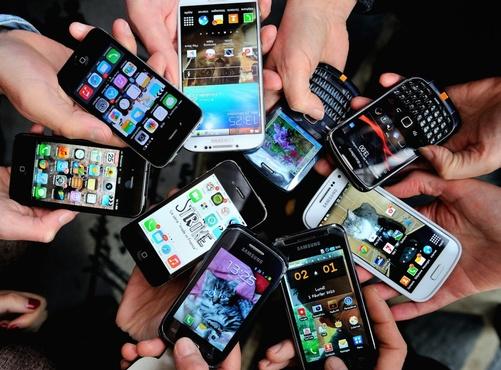 Телефоны с выходом в Интернет мешают детям учиться в школе