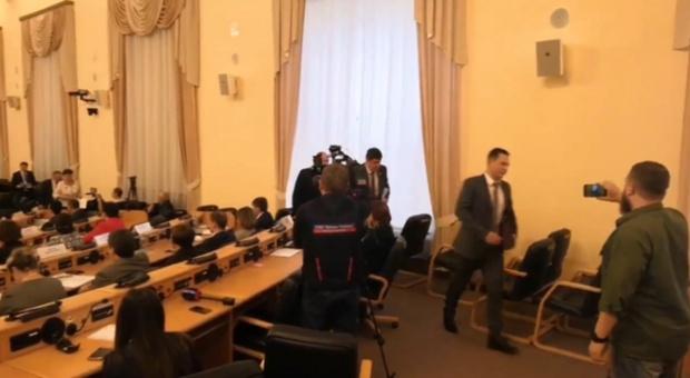 Вопрос о налоговых льготах вывел тюменскую оппозицию из зала облдумы