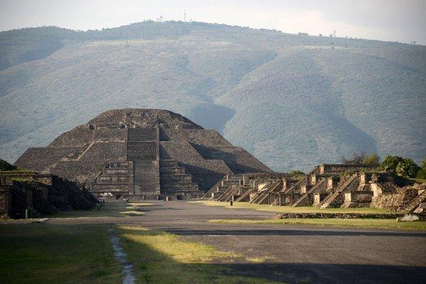 В Мексике под Пирамидой Луны найдена тайная комната