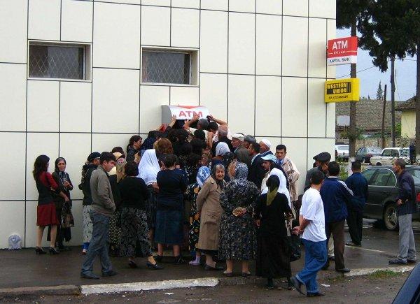 В Ростове скидки на товары для дома привели к образованию давки в магазине
