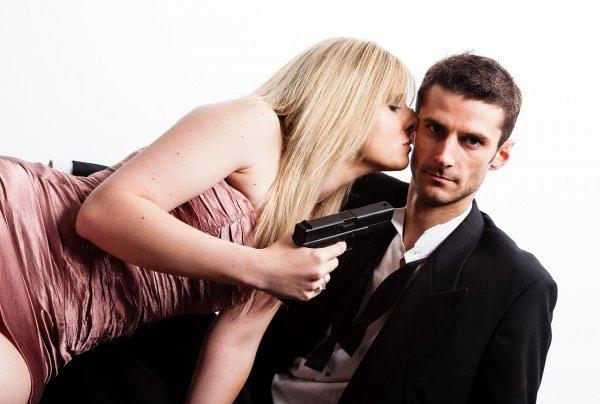 Ученые назвали четыре причины, по которым мужчины «динамят» привлекательных женщин