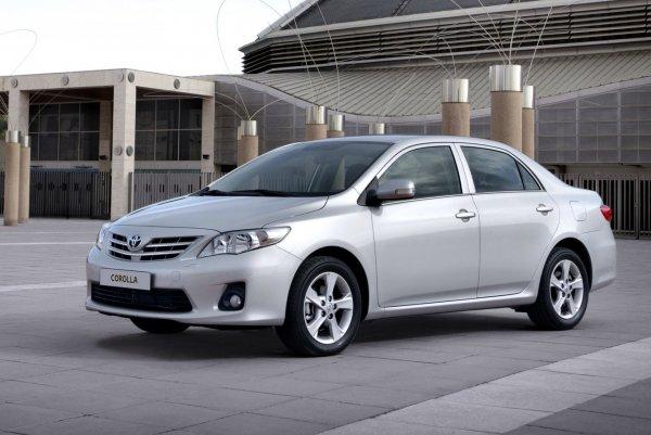 Автомобилист рассказал о некоторых скрытых функциях кнопок Toyota Corolla и Auris