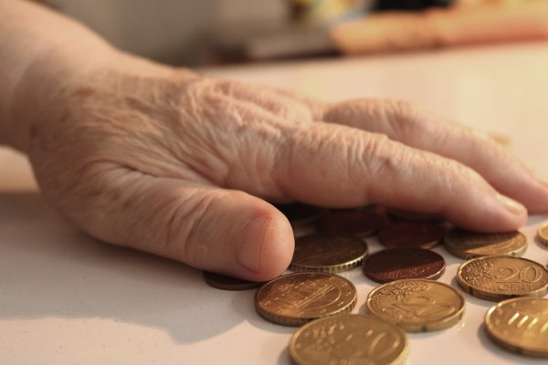 В ПФР объяснили отсутствие социальных выплат работающим пенсионерам