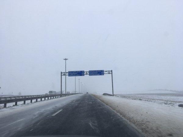 «Настоящий каток»: В сети показали огромную «зимнюю» пробку на М4 «Дон»