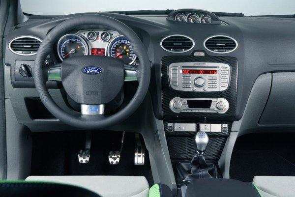 «Не для трактористов»: Блогер рассказал о подвохах Ford Focus с пробегом 200 000 километров