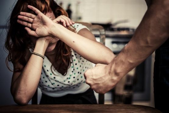 Тюменец избил жену кочергой, потому что ему не понравился ужин