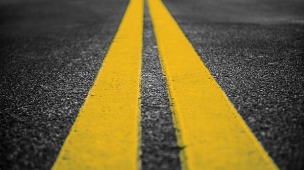 Цвет двойной сплошной на российских дорогах станет желтым