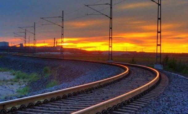 Поезд сбил насмерть женщину, перебегавшую переход