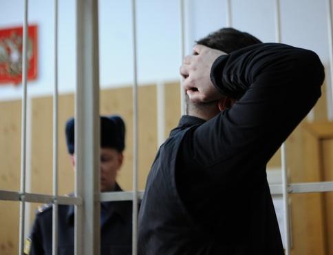 В Тюмени на скамью подсудимых попал полицейский, сотрудничающий с зэками