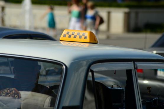 В Тюмени водитель такси сделал вид, что не обворовывал мужчину