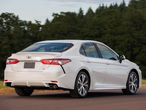 Новая «Камри» со старым мотором: Разгон Toyota Camry впечатлил обзорщика