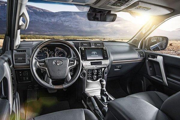 «Ямы по пояс – он едет прямо!»: Новый Land Cruiser Prado сравнили с предшественником