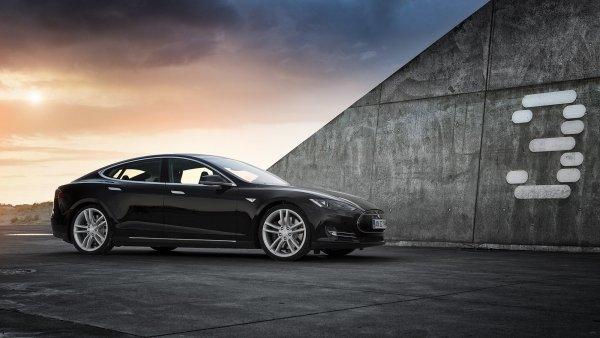 Акции Tesla упали на 7,6% после снижения цен на авто в Китае