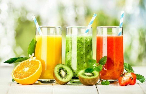 Диетологи назвали 3 сока для быстрого похудения после праздников