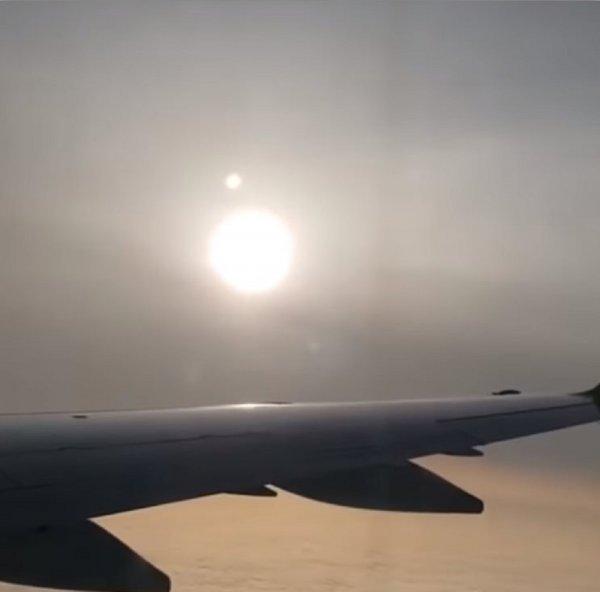 Россиянин заснял «второе Солнце» через иллюминатор самолета