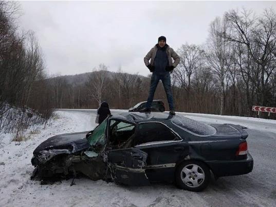 «Ради селфи Honda в хлам»: Приморский «дрифтун» под Новый год едва не убил китайцев в ДТП