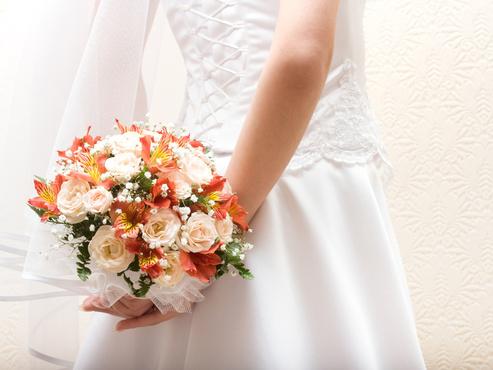 Тюменские молодожены на своей свадьбе собрали деньги семье с особым ребенком