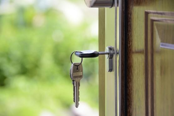 На замке: как обеспечить безопасность собственного жилища