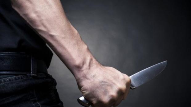 Тюменец пришел в гости к приятелю и начал приставать к его женщине, а затем тяжело ранил двух человек