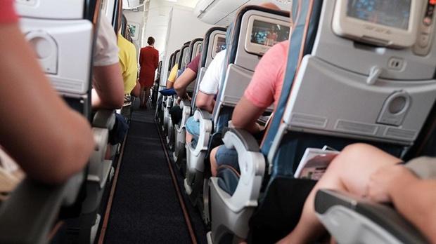 Стюардесса откровенно рассказала, как поступают с плохо пахнущими пассажирами