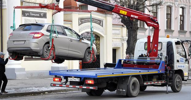 В Тюмени эвакуатор будет убирать машины, которые мешают устранять последствия коммунальных аварий