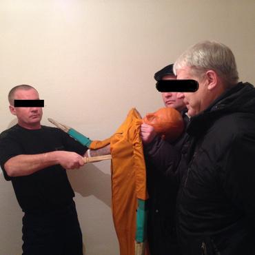 Тюменец приехал на поминки и убил дядю, который оскорбил его жену