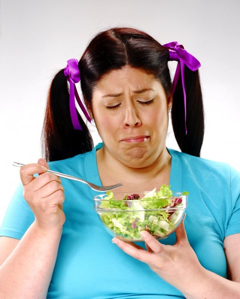 Диетологи рассказали, какой салат поможет похудеть, а какой приведет к ожирению