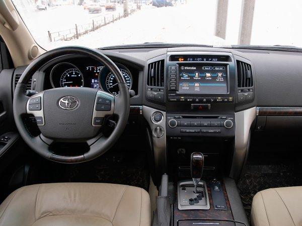 Стоит ли менять бензиновый «Прадик» на дизельный Land Cruiser 200 обсудили в сети