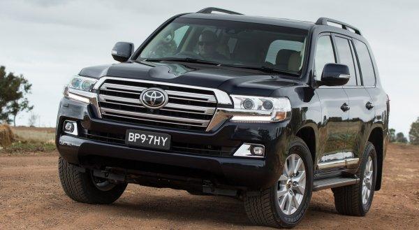 «Крузак» для лохотронщицы»: Автоподбор Land Cruiser для «продажной обзорщицы» освистали в сети