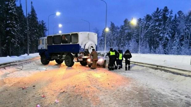 Девушка-водитель погибла после столкновения с большегрузом на северной трассе