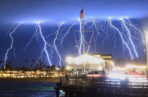 Трамп не поможет: Пришельцы начали массово атаковать Калифорнию
