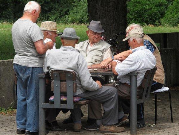 Фейковая статистика: Эксперты рассказали о повышении средней продолжительности жизни россиян
