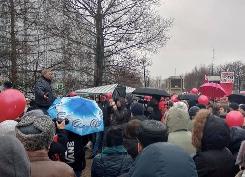 «Собянинская реновация»: Москвичи протестуют против строительства новостроев