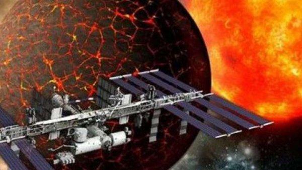 Готовятся к встрече с Нибиру? В NASA заявили о рекордных 10 выходах в космос за год