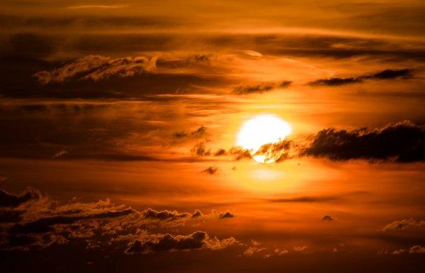 Ученые: «падающая» вспышка Солнца вернет Землю в XIX век