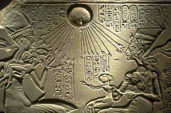 Египет посещали пришельцы? NASA показало фото с пирамидами на Луне